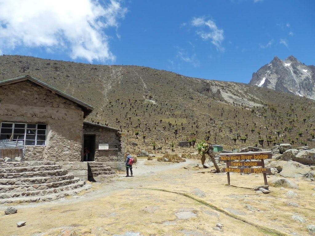 Během výstupu můžete využít horské chaty