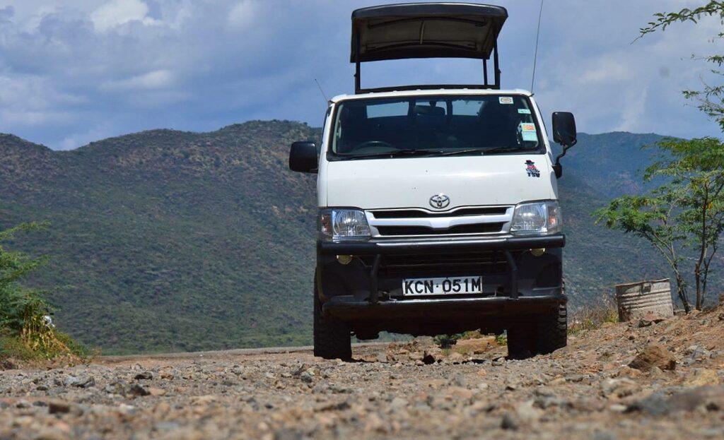Levnější alternativou pro safari výlet je Toyota minivan